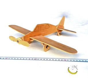 scuola-e-tempo-libero-modellino-di-aereo-di-legno-riciclato-malice's craftland.jpeg
